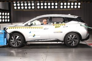 Nissan Murano recebe apenas duas estrelas em teste de colisão frontal