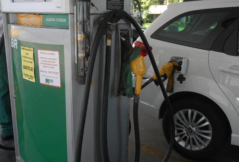 Gasolina da Petrobras recua