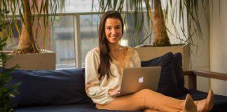 """Mulheres e as startups no Brasil:""""Não contrato por gênero, há pessoas boas dos doislados. Mas acho que as mulheres têm vantagens ao se relacionarem com pessoas.Elas têm maissensibilidade"""", diz Roberta Vasconcellos, da Beer or Coffee"""