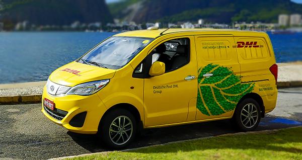 DHL utiliza carros elétricos para distribuição de produtos no Brasil.