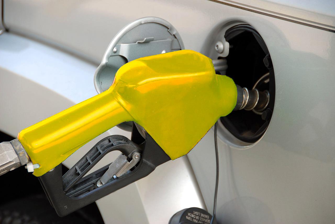 Preço da gasolina sobe em refinarias, mas baixa nos postos, diz ANP