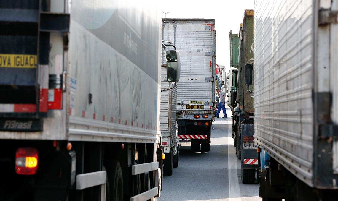 Greve dos caminhoneiros faz produção industrial despencar