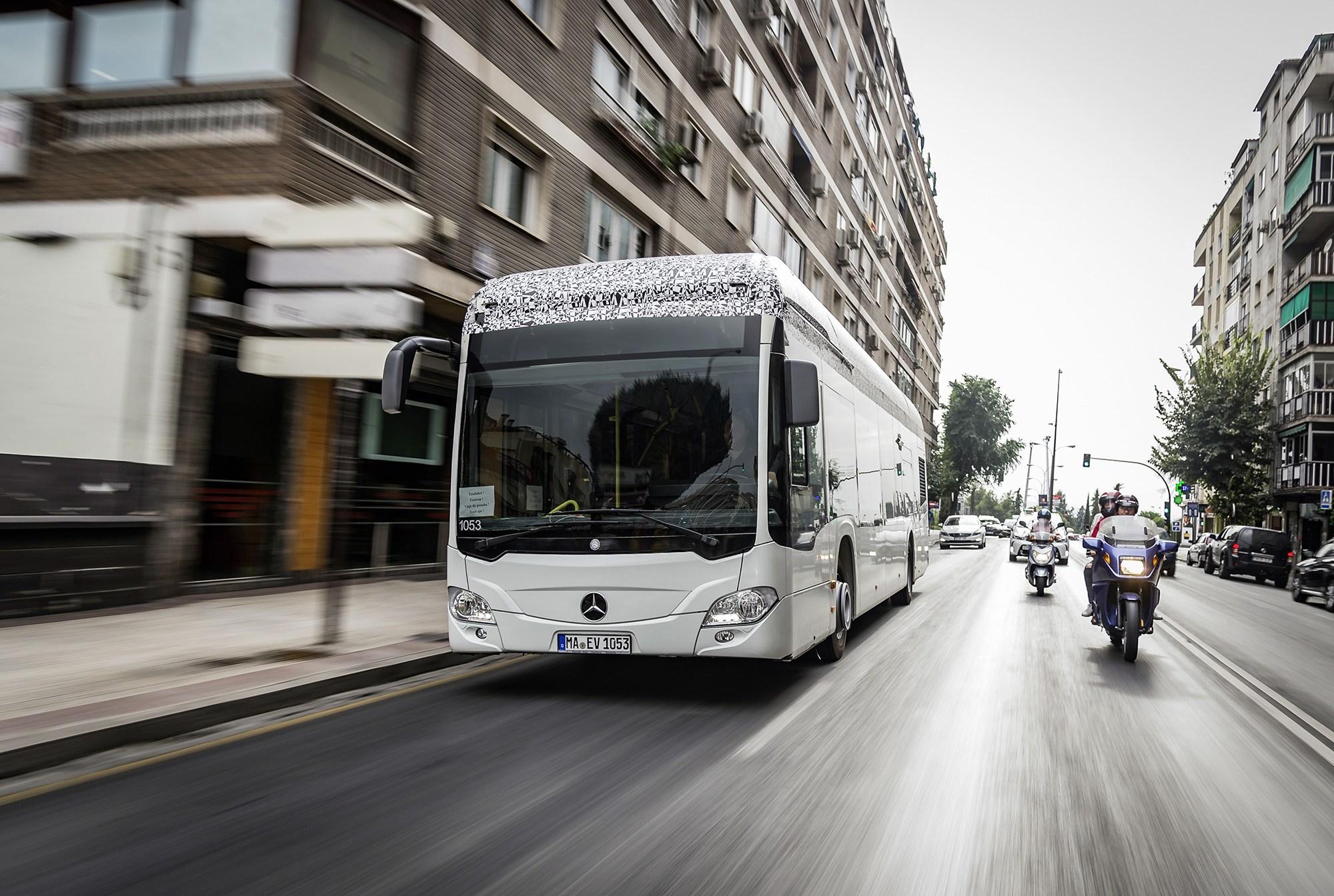 Daimler aposta no transporte público totalmente elétrico