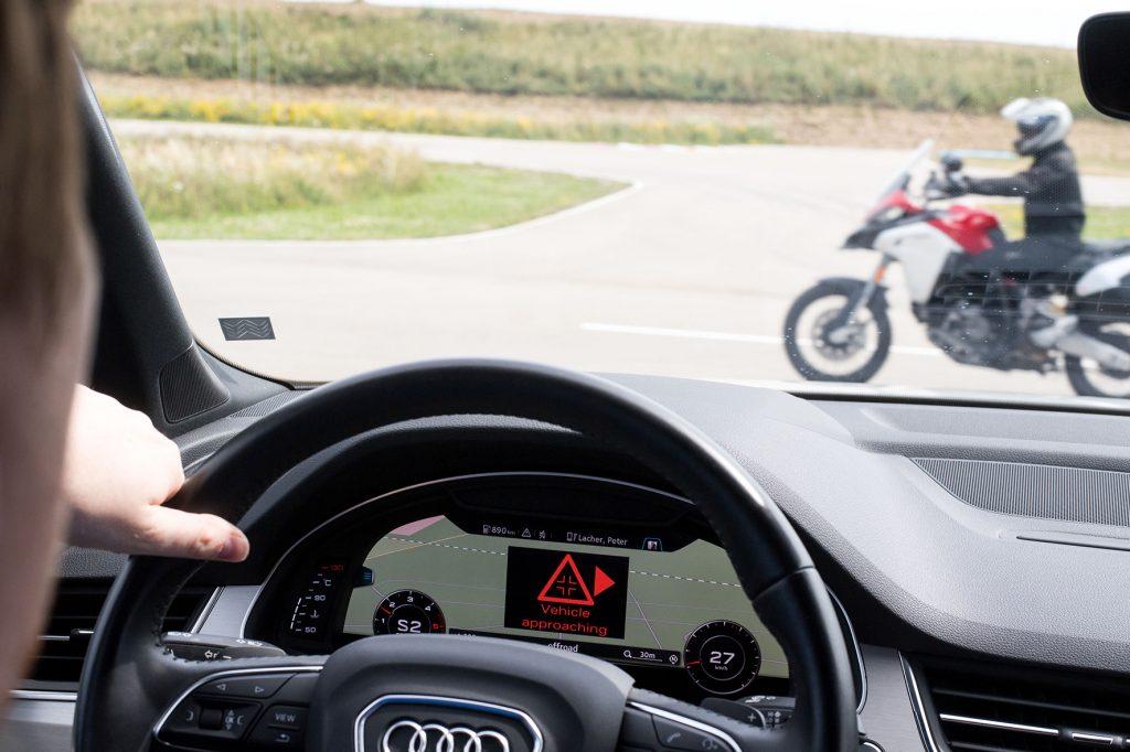 "Ducati testa moto que ""conversa"" com carro"