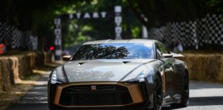 Nissan GT-R quer ser o carro mais rápido do mundo
