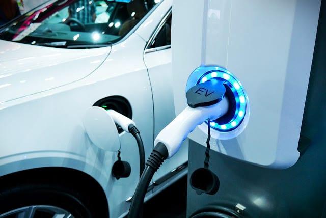 Veículos elétricos devem ter preços de carros flex a partir de 2025
