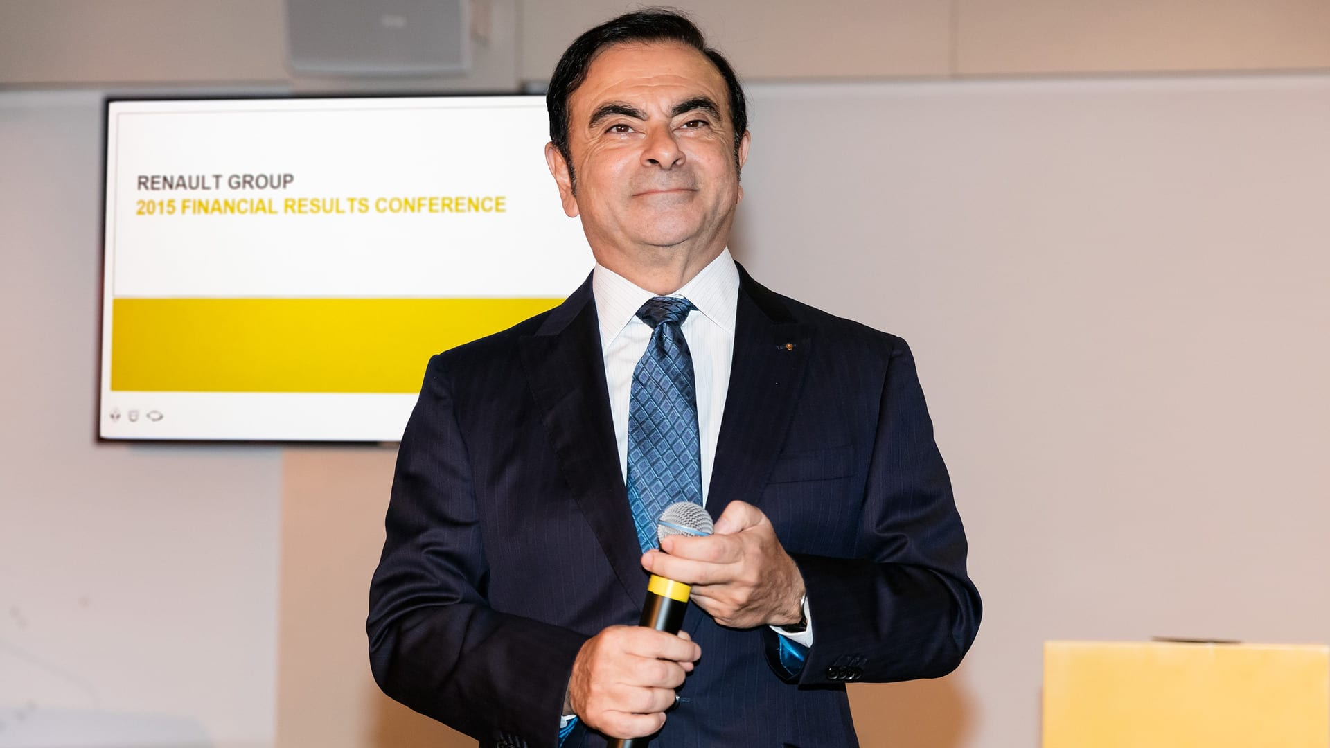 Carlos Ghosn é demitido