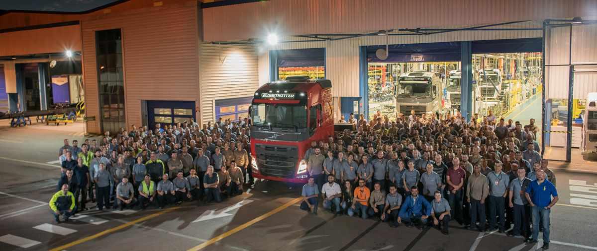 Com 300 novos contratados, segundo turno em fábrica da Volvo passa a funcionar em período integral a partir deste mês