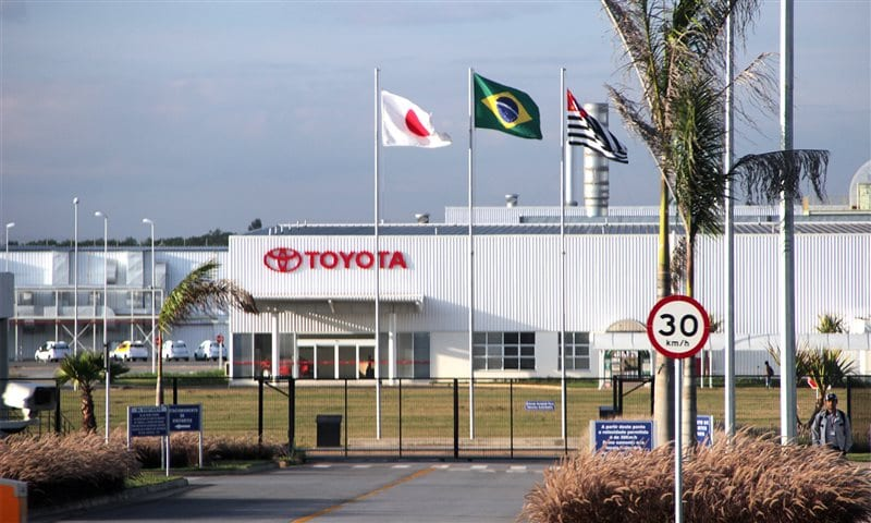 Toyota demite