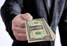 Dólar tem forte queda