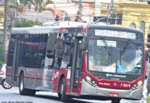 Ônibus de motor traseiro
