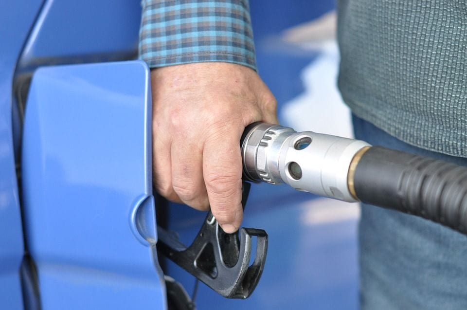 Projeto proíbe carro a gasolina