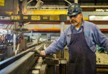 Indústria do Brasil cresce