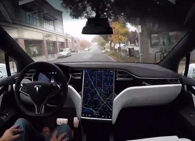 Tesla atualiza software